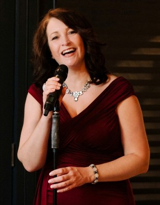 Twickenham vocalist and Vocal Tonix host, Shelle Luscombe